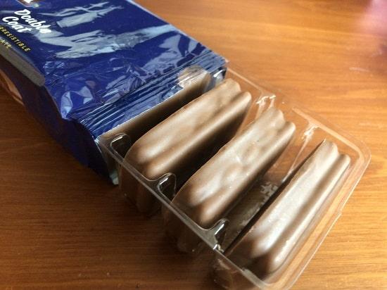 TimTam(ティムタム)- ダブルコート包み紙から出したところ
