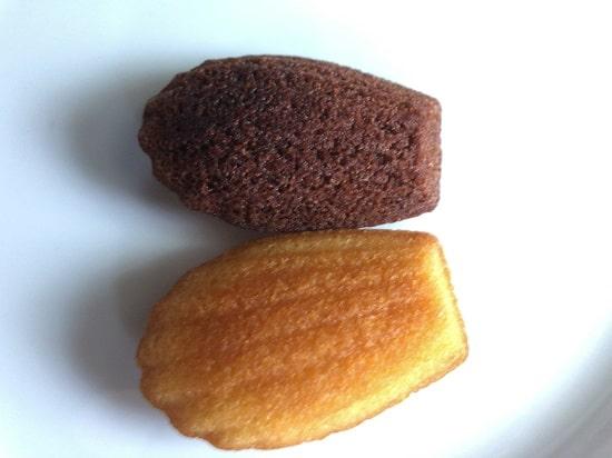 ブルボン - しっとりミニマドレーヌのバターとココアを並べて